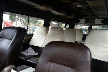 12 seater tempo traveller